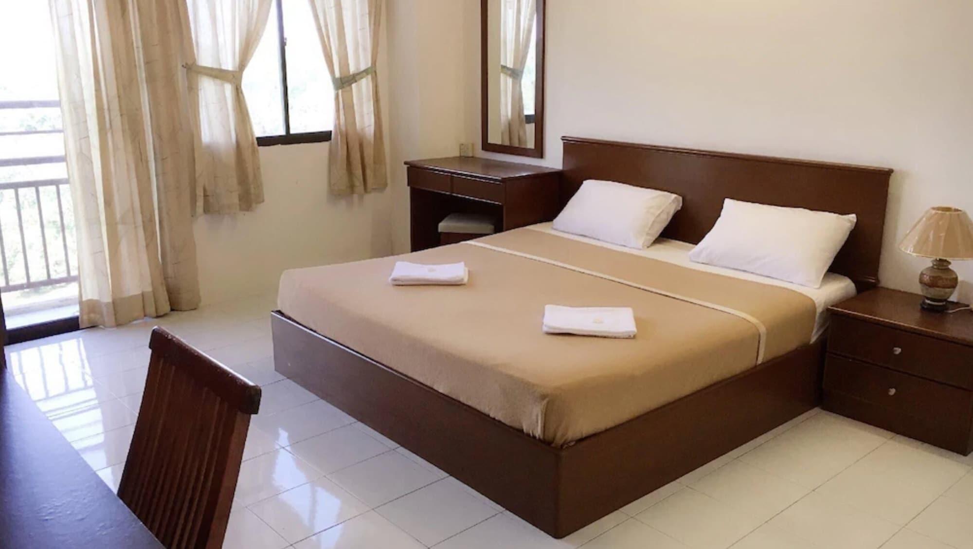 Dindings Pantai Desair Apartment Hotel, Manjung