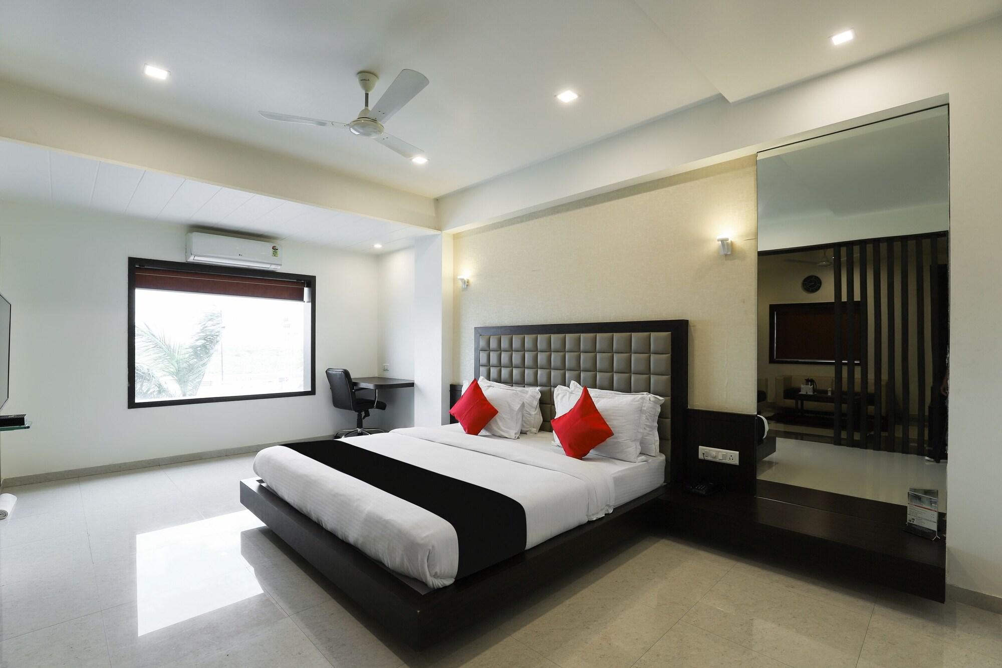 Capital O 49769 Hotel Darshan, Amreli