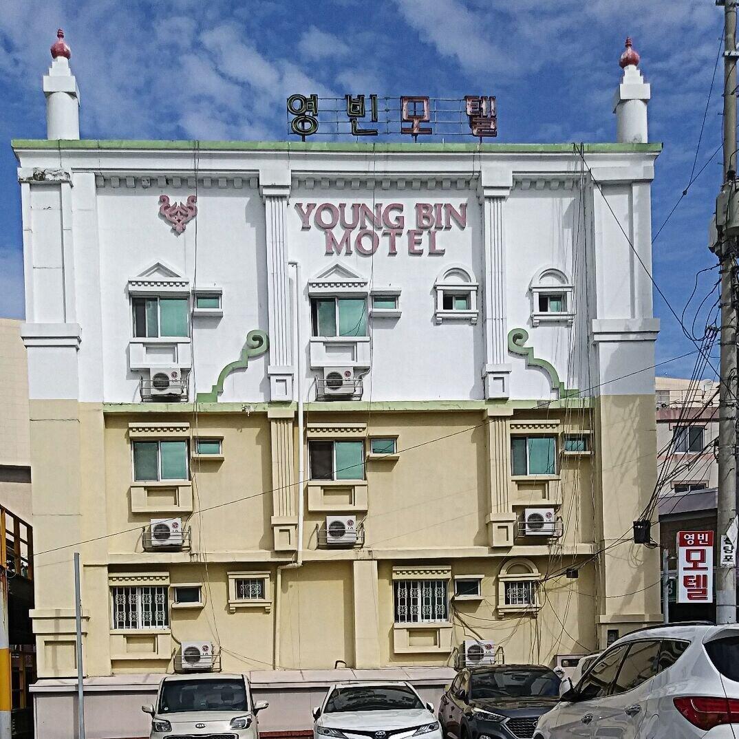 Young Bin Motel, Buk