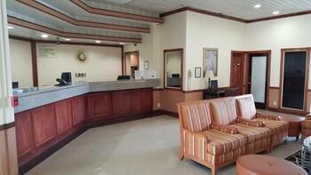 紅地毯飯店及套房飯店 Red Carpet Inn & Suites