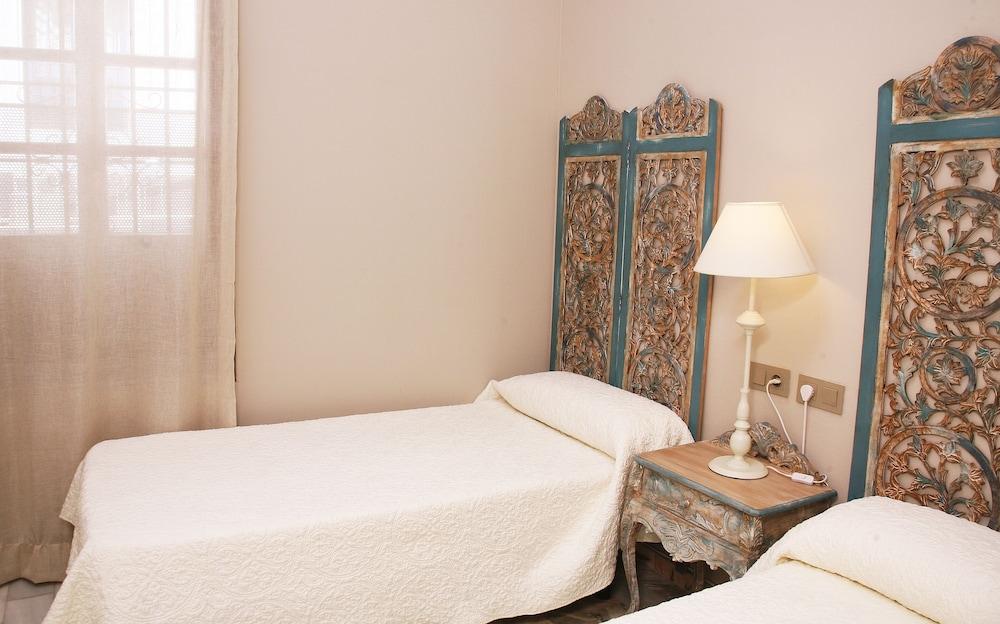 https://i.travelapi.com/hotels/43000000/42010000/42006200/42006124/30d3d41e_z.jpg