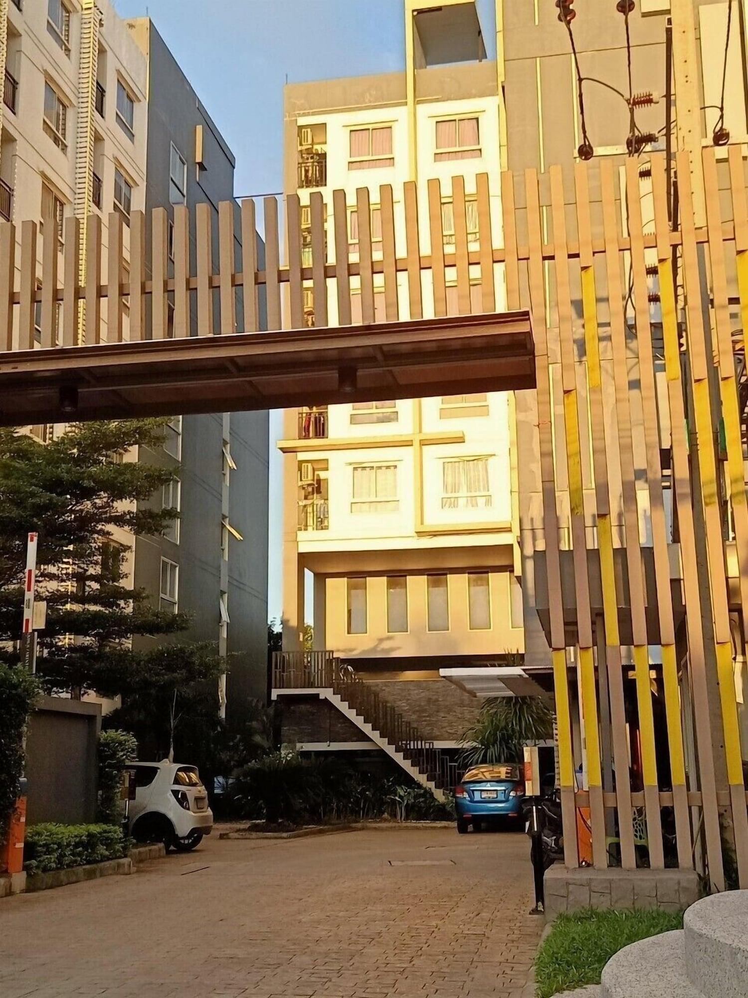 Holiday City Bang Kae, Phasi Charoen