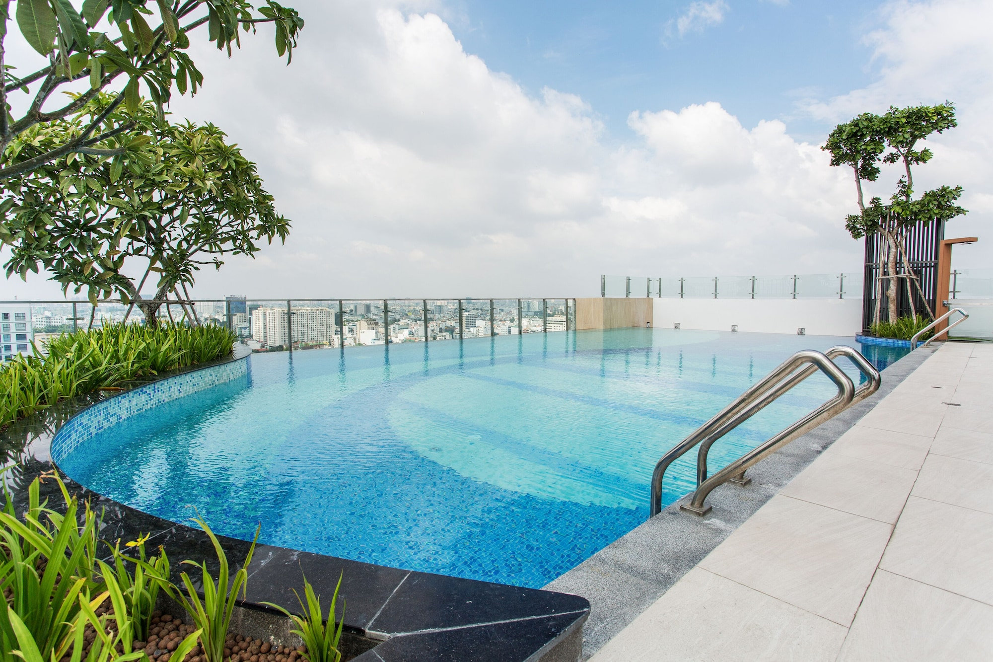 Botanica Premier Luxury Apartments, Tân Bình