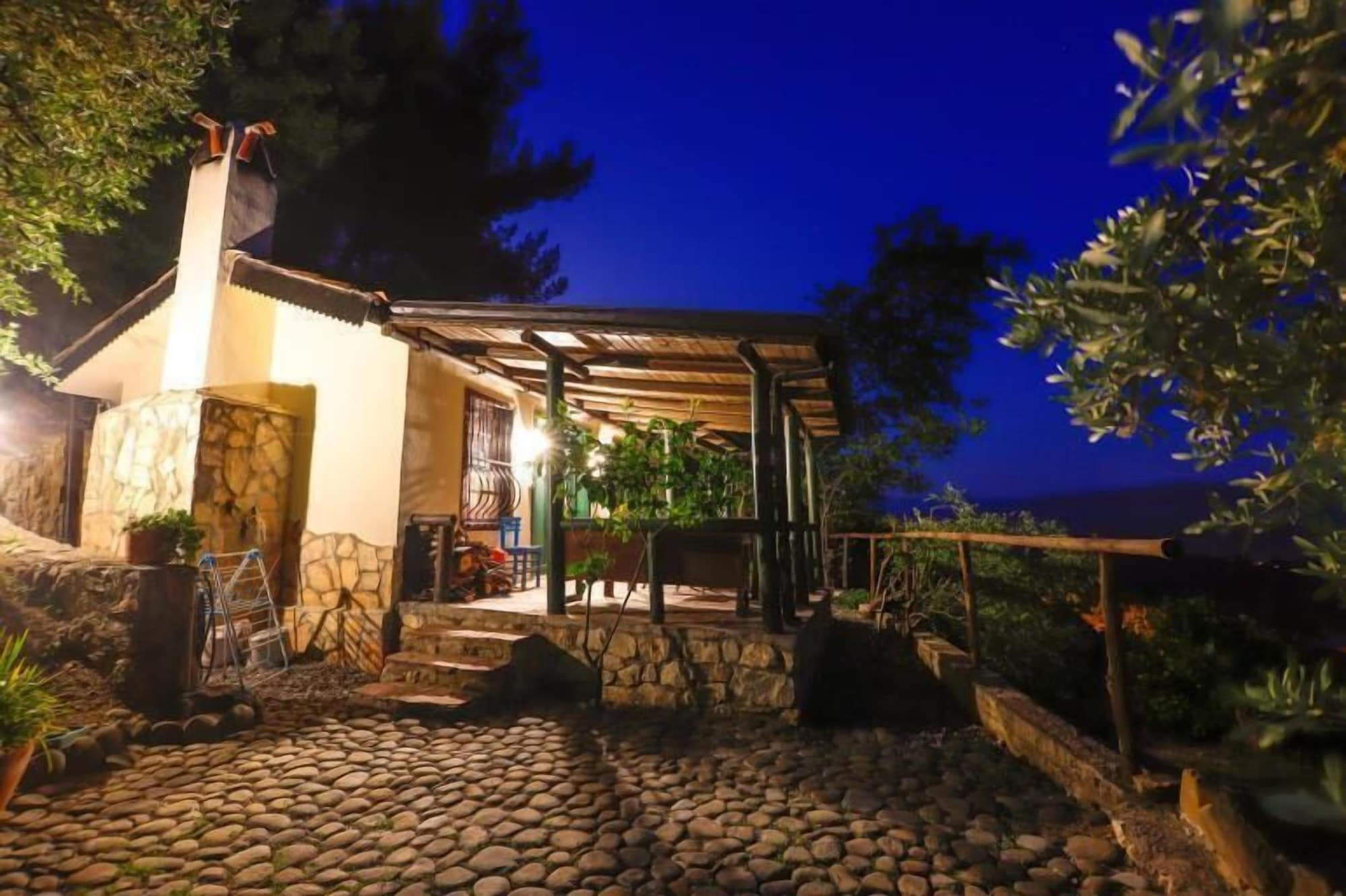 Villa Punto, Merkez