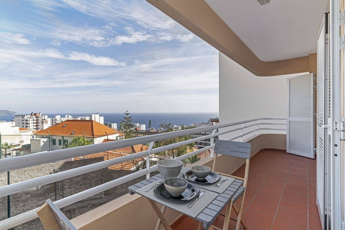 Casa Branca V, Between the City Center and Tourist Area, Funchal