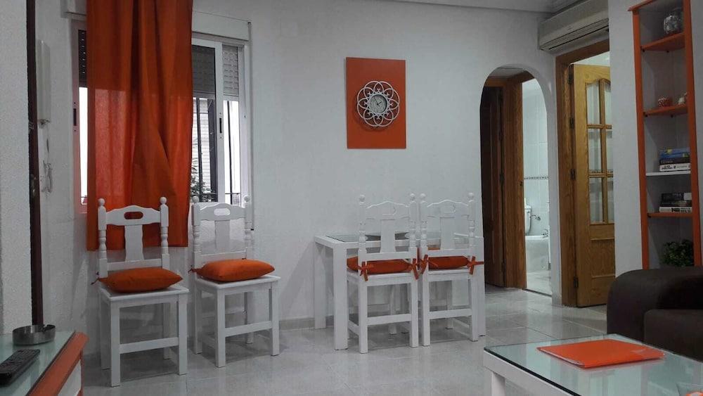 https://i.travelapi.com/hotels/43000000/42100000/42090600/42090510/9a48b4ce_z.jpg