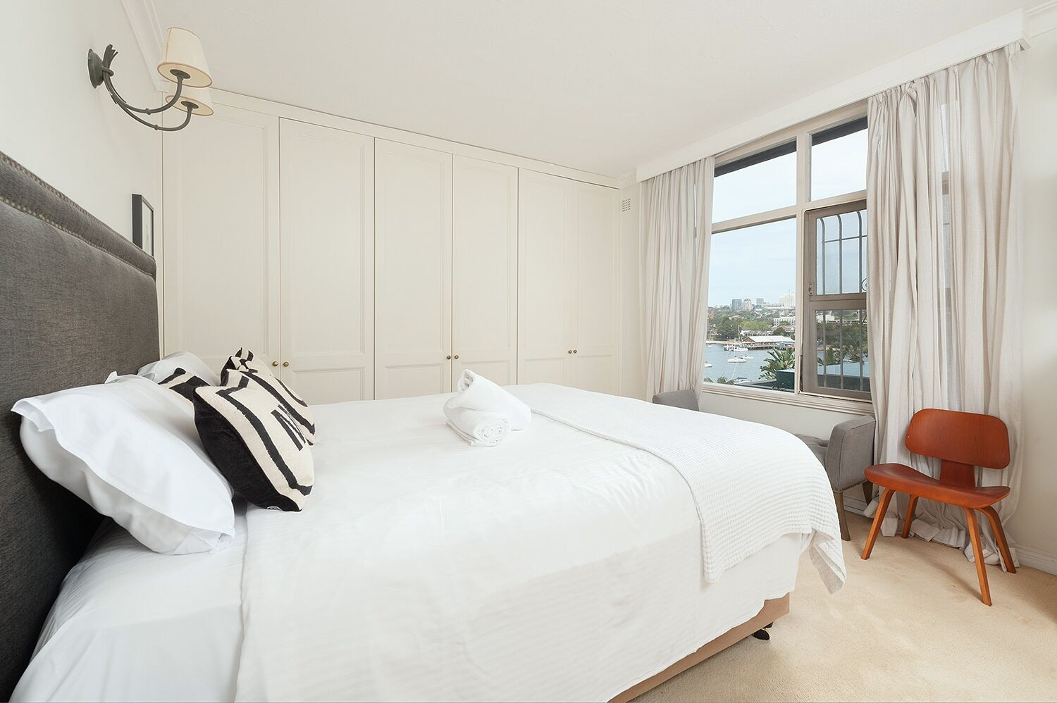 Harbour Front Single Level Apartment, Woollahra