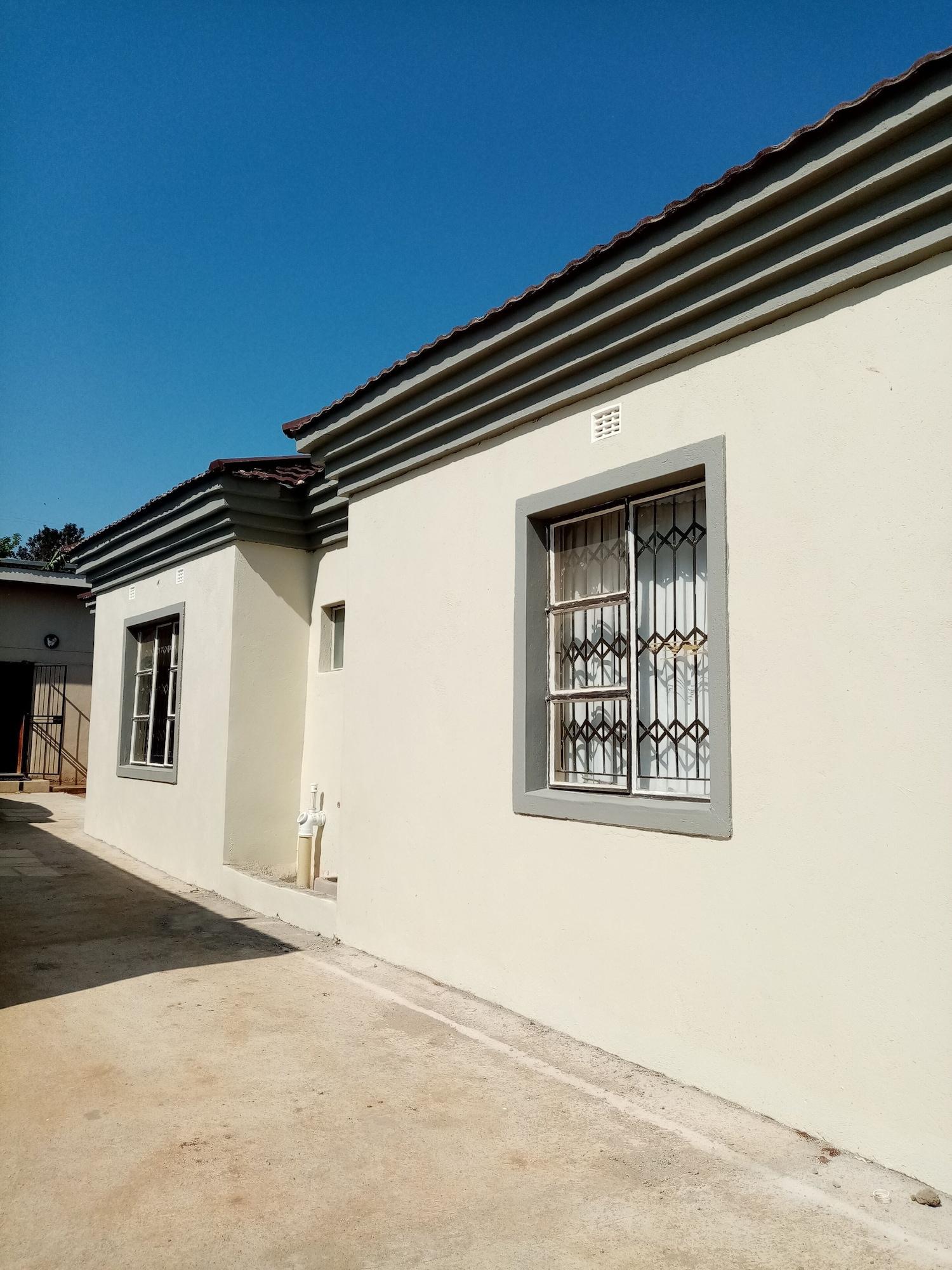 Diplomat Lodge, Manzini South