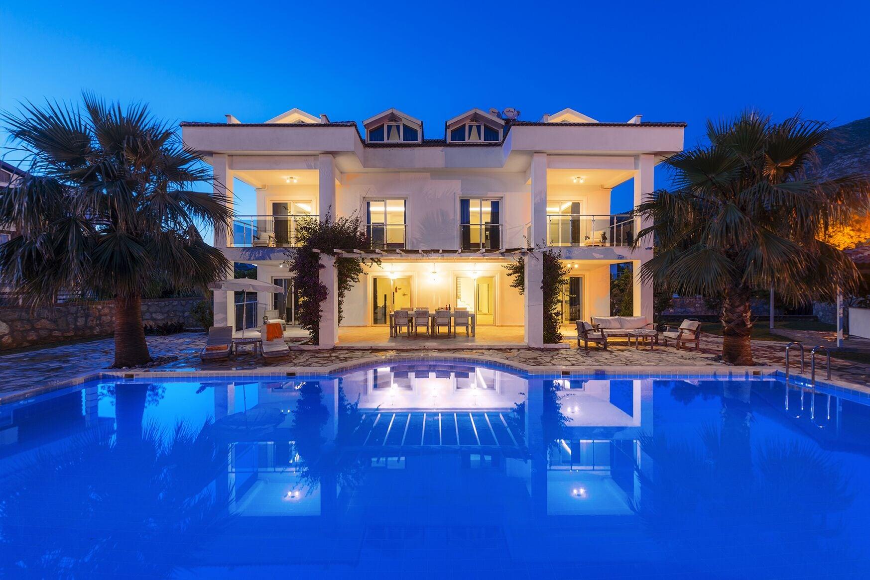 Villa 5420 with private pool, Merkez