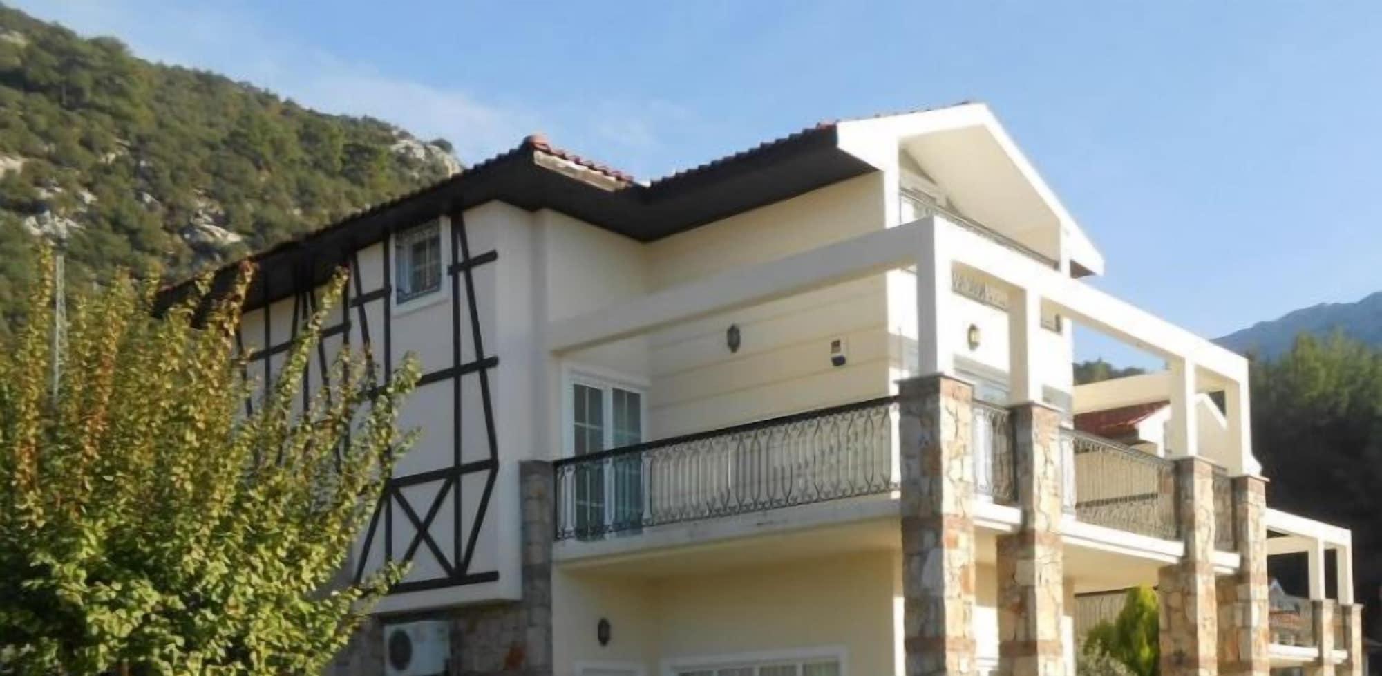 Villa 5610 with private garden, Merkez