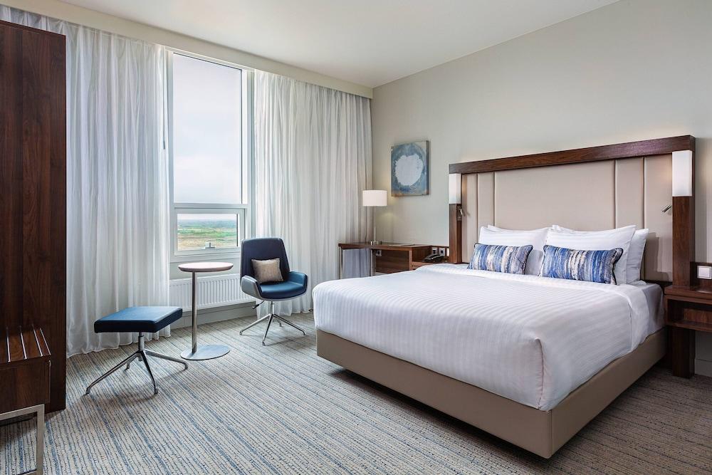 https://i.travelapi.com/hotels/43000000/42320000/42319000/42318954/255d6fed_z.jpg