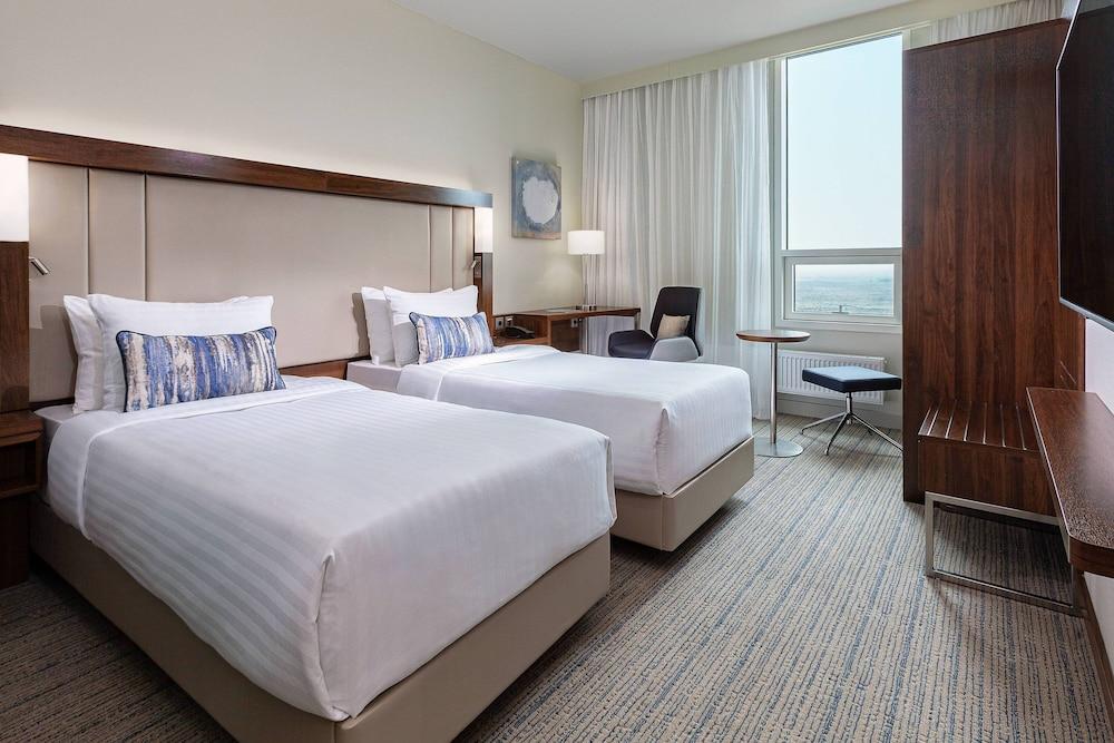 https://i.travelapi.com/hotels/43000000/42320000/42319000/42318954/30dfed22_z.jpg