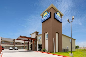 休斯敦大學 - 市中心溫德姆戴斯套房飯店 Days Inn & Suites by Wyndham Downtown/University of Houston