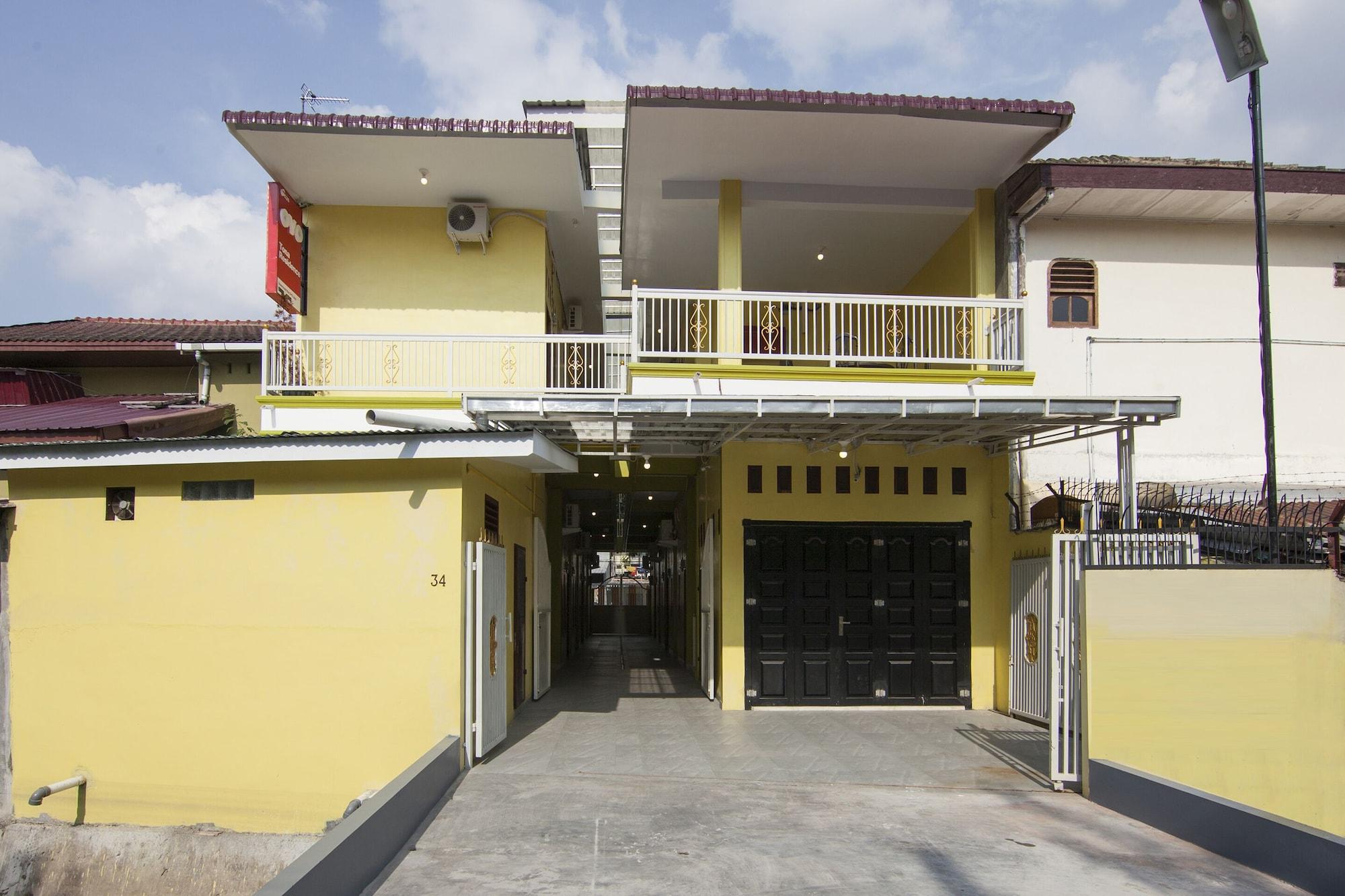 OYO 1235 TONA Residence, Medan