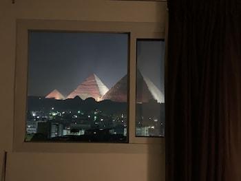 9 ピラミッズ イン