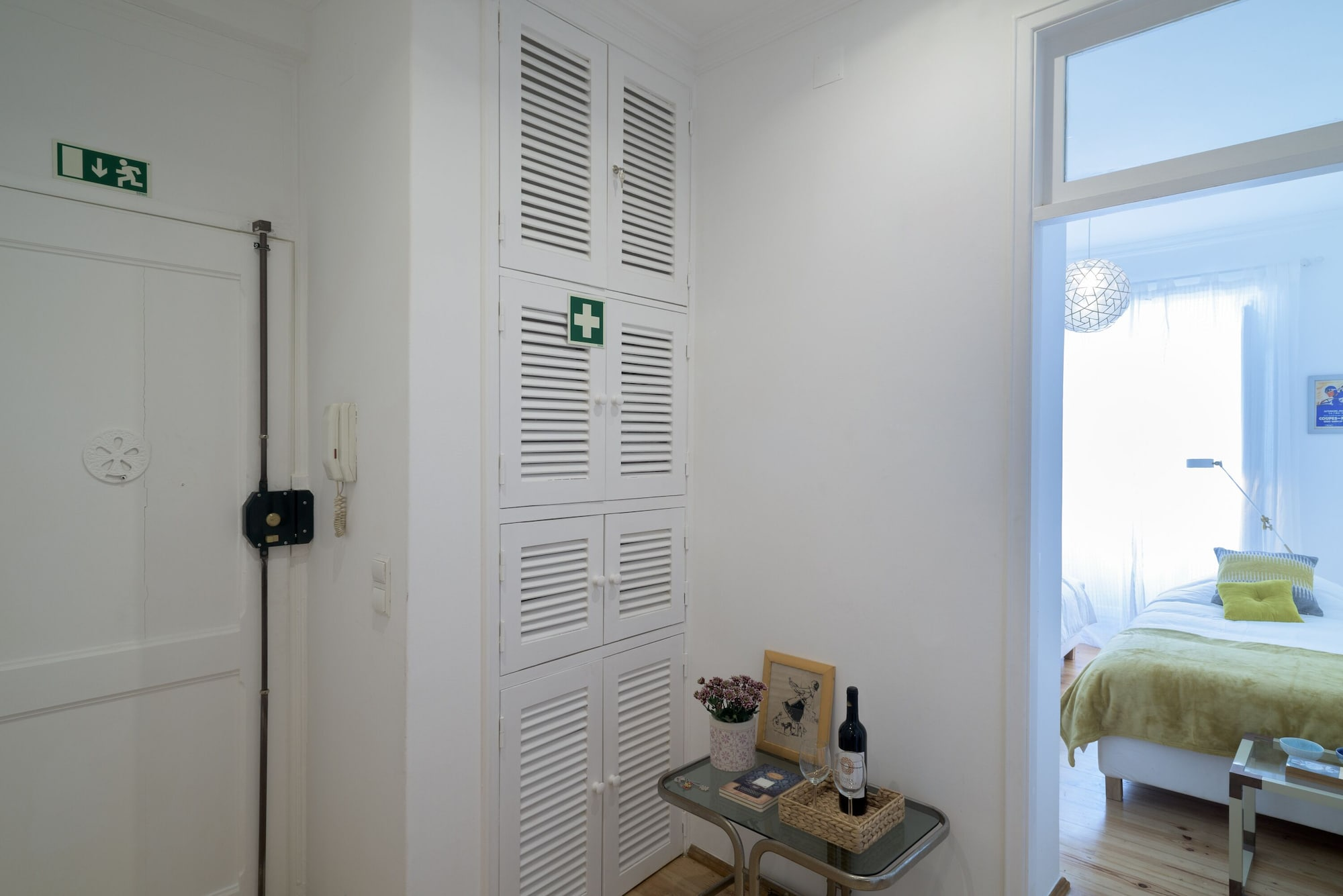 Spacious Bairro Alto Apartment + Courtyard + Free Pickup, By TimeCooler, Lisboa