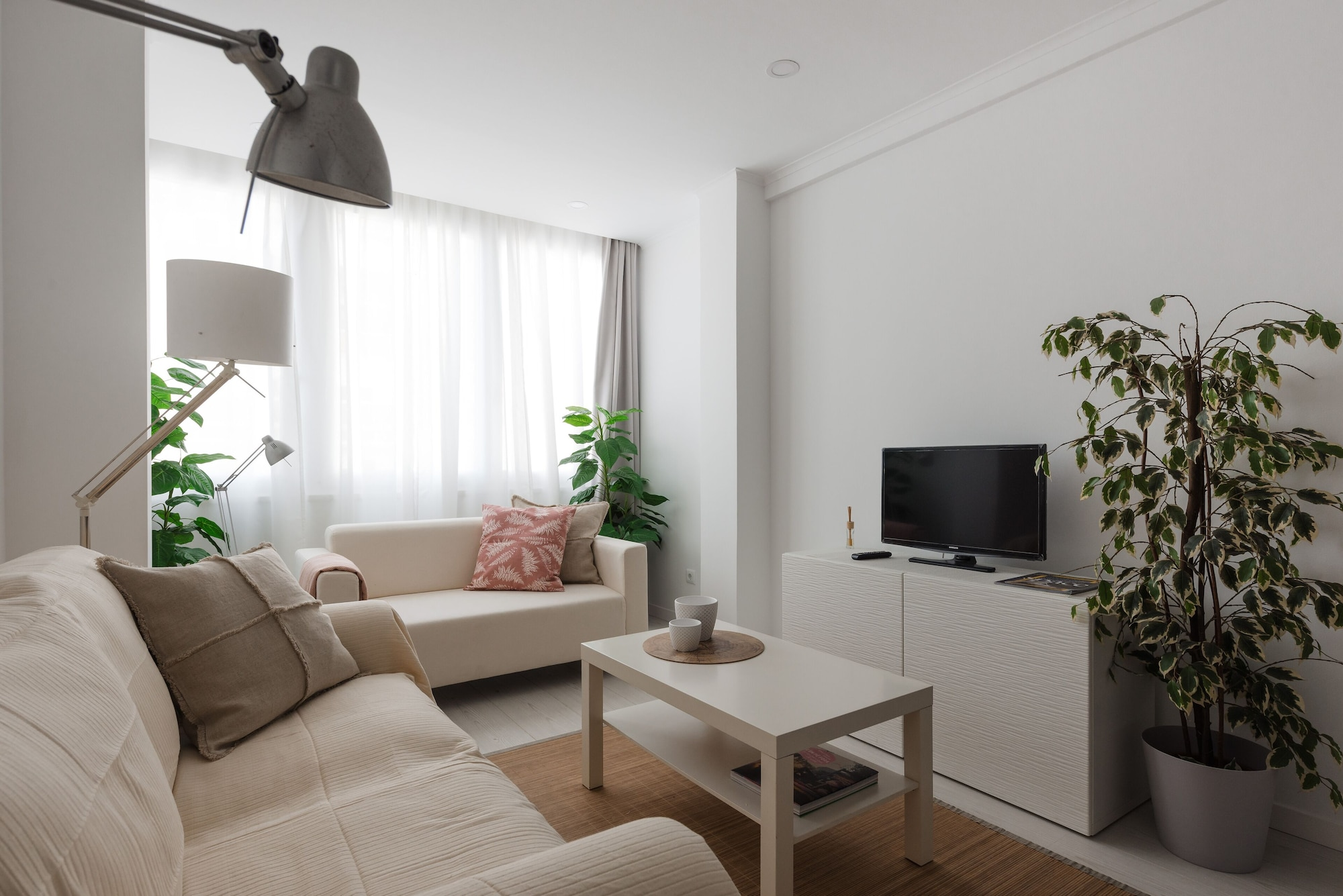 Light-Filled Apartment, w/ Free Pick-Up By TimeCooler, Lisboa