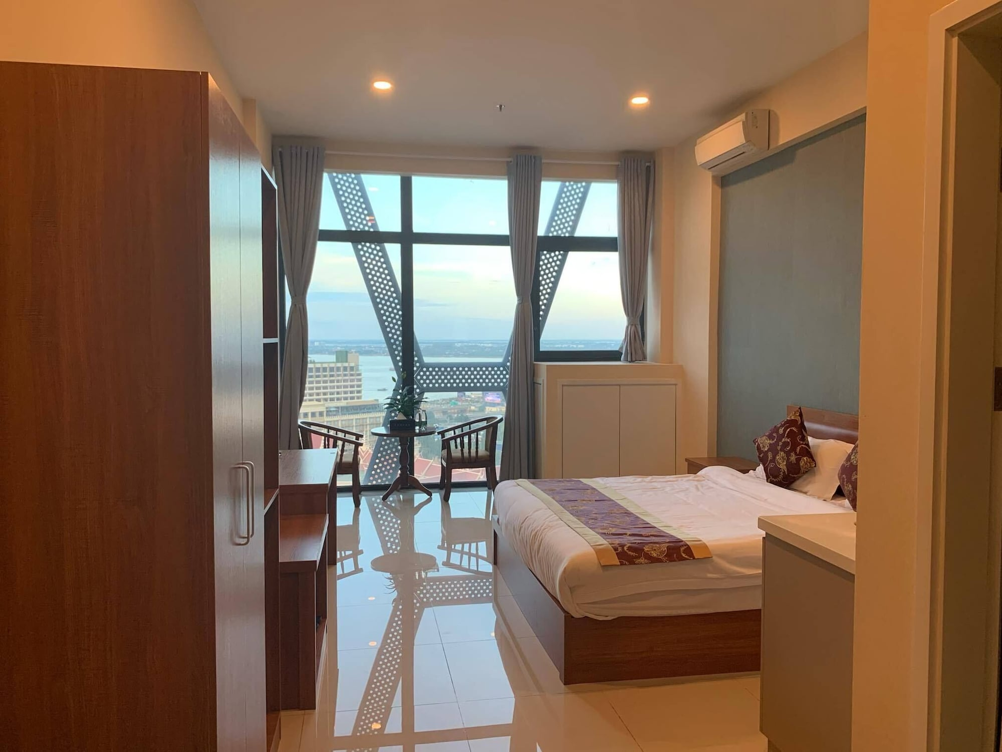 Zhongxin Holiday Hotel, Mean Chey
