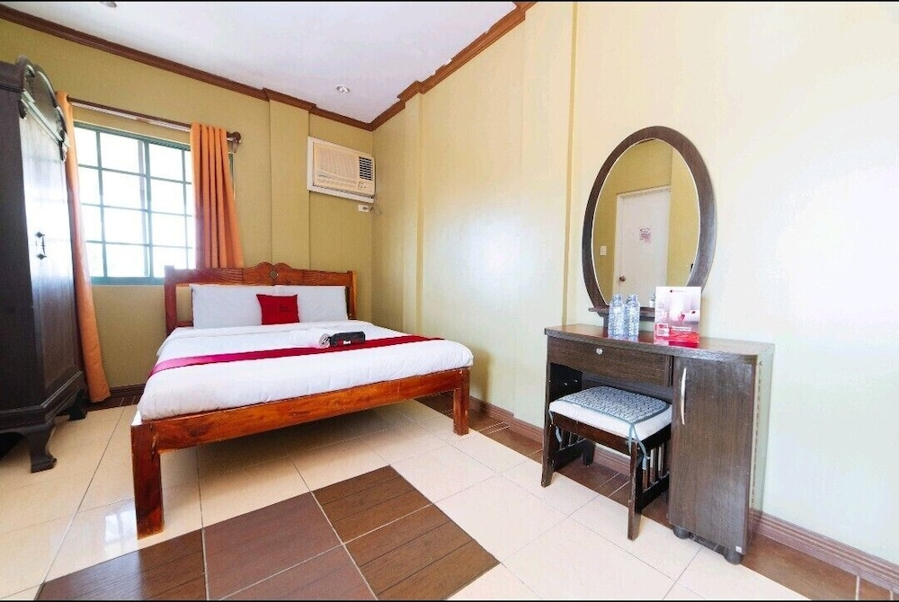 https://i.travelapi.com/hotels/43000000/42510000/42504800/42504724/31838a94_z.jpg