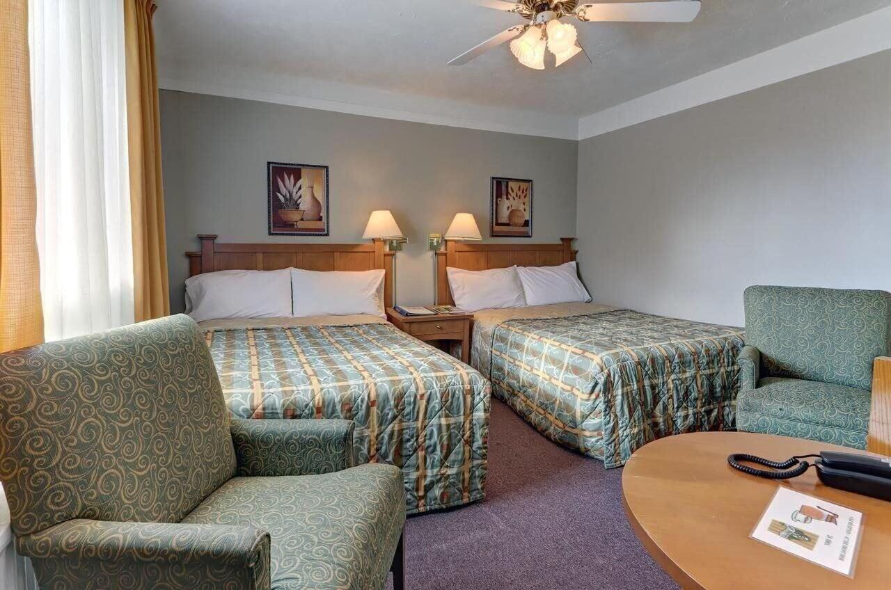 Motel levis, Desjardins