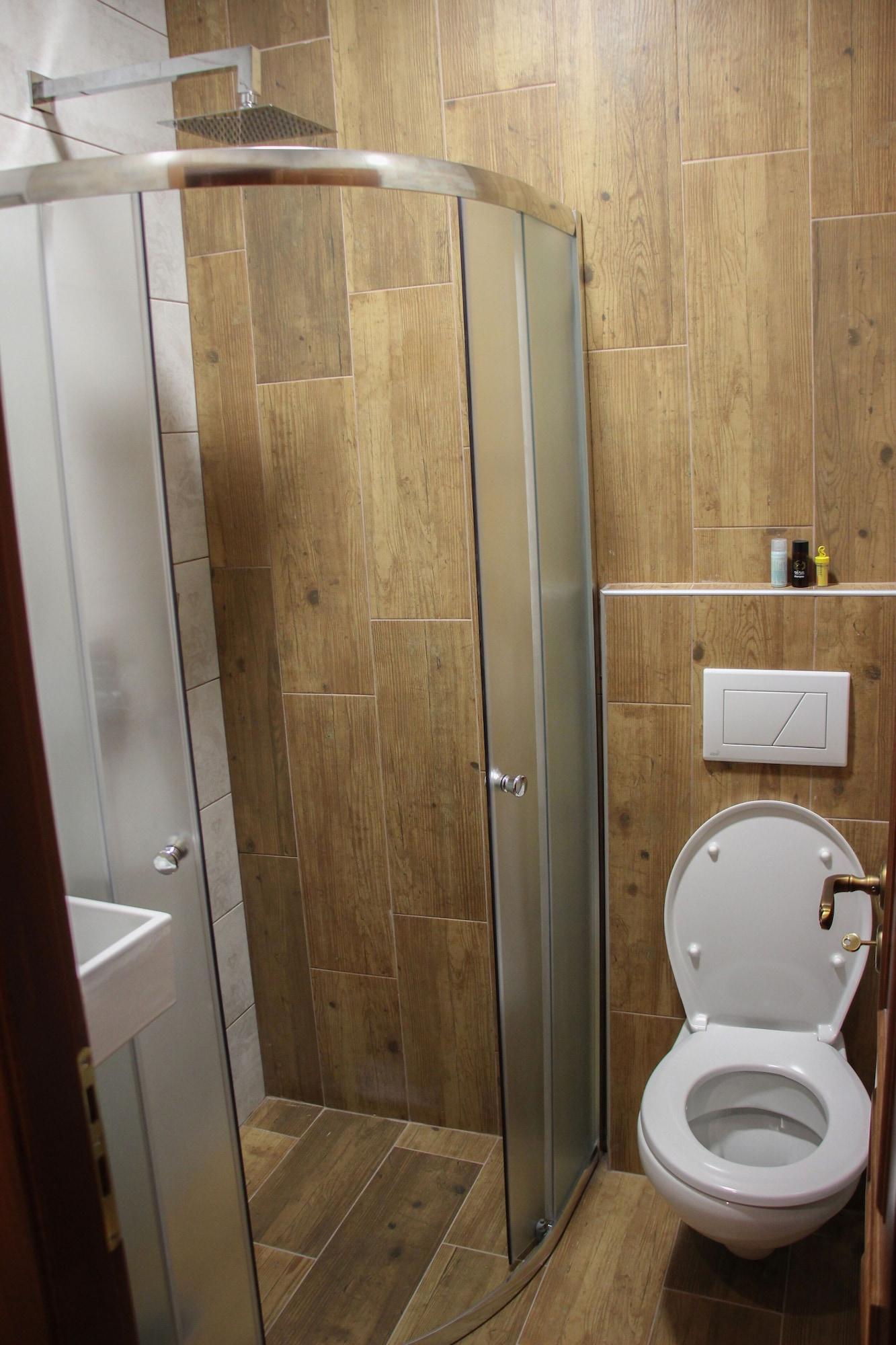 4 Rooms Hotel, Gjirokastrës