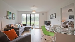 Luxury 2 Bed Apartment in Stoneywood, Aberdeen