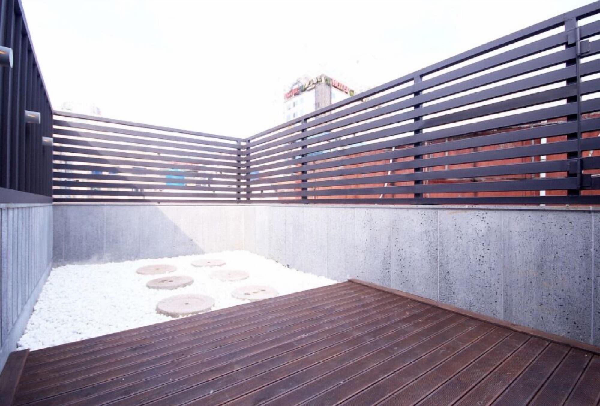 Hue Motel, Yeonje