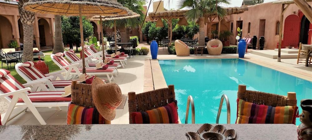 https://i.travelapi.com/hotels/43000000/42700000/42697200/42697164/9326d29e_z.jpg