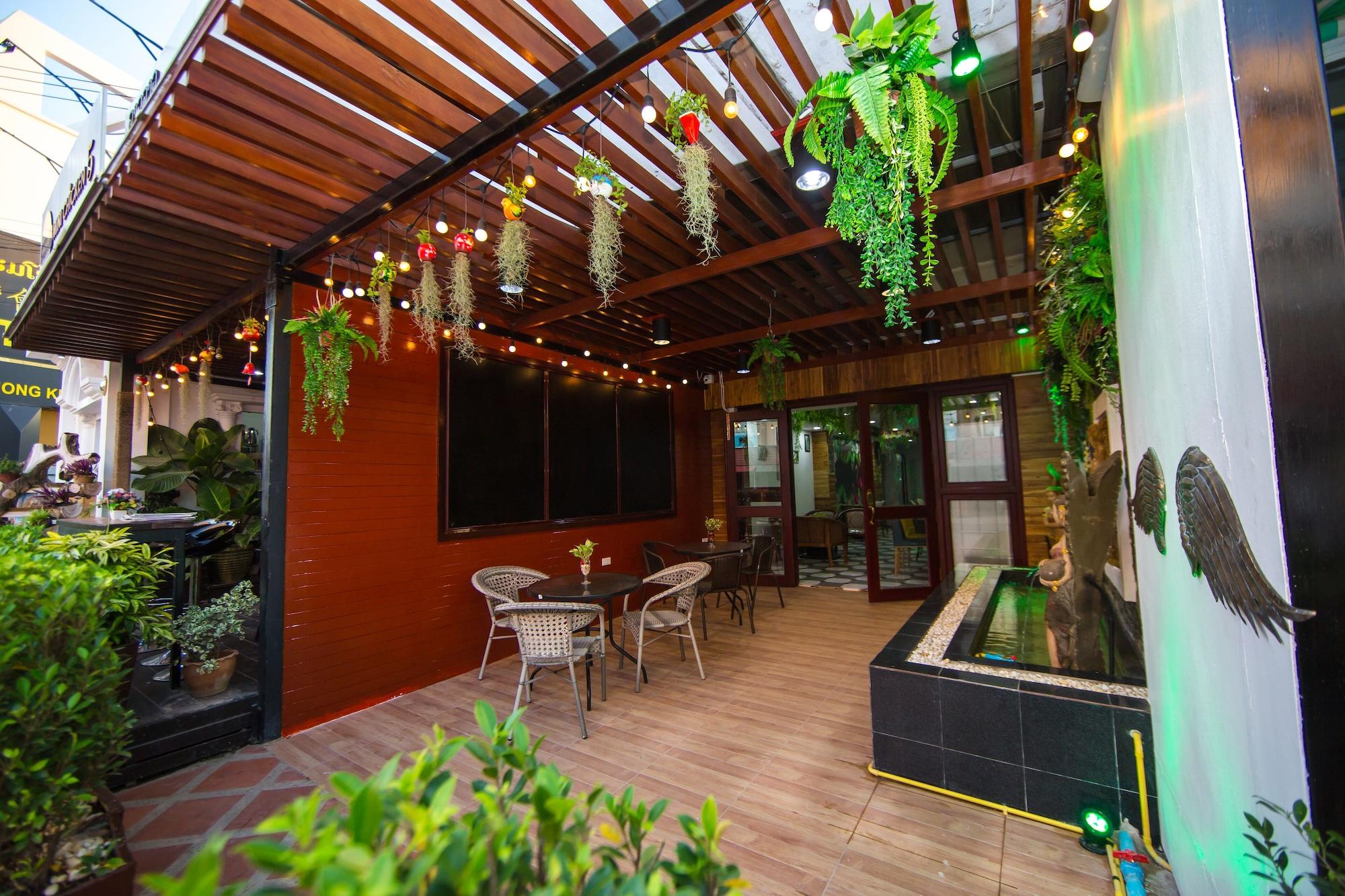 Lao Lao Cafe and Hostel, Sisattanak