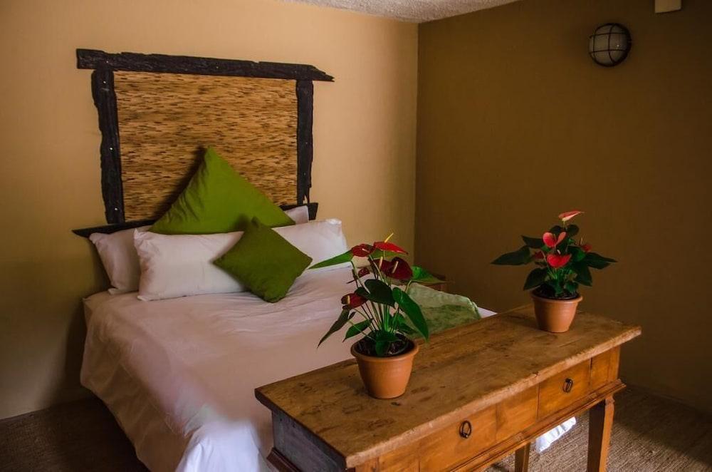 https://i.travelapi.com/hotels/45000000/44270000/44265300/44265266/01601025_z.jpg