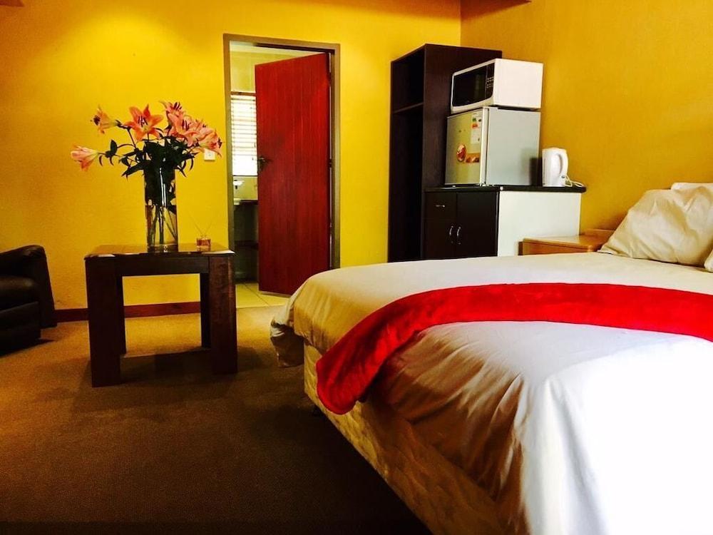 https://i.travelapi.com/hotels/45000000/44270000/44265300/44265266/984034e9_z.jpg