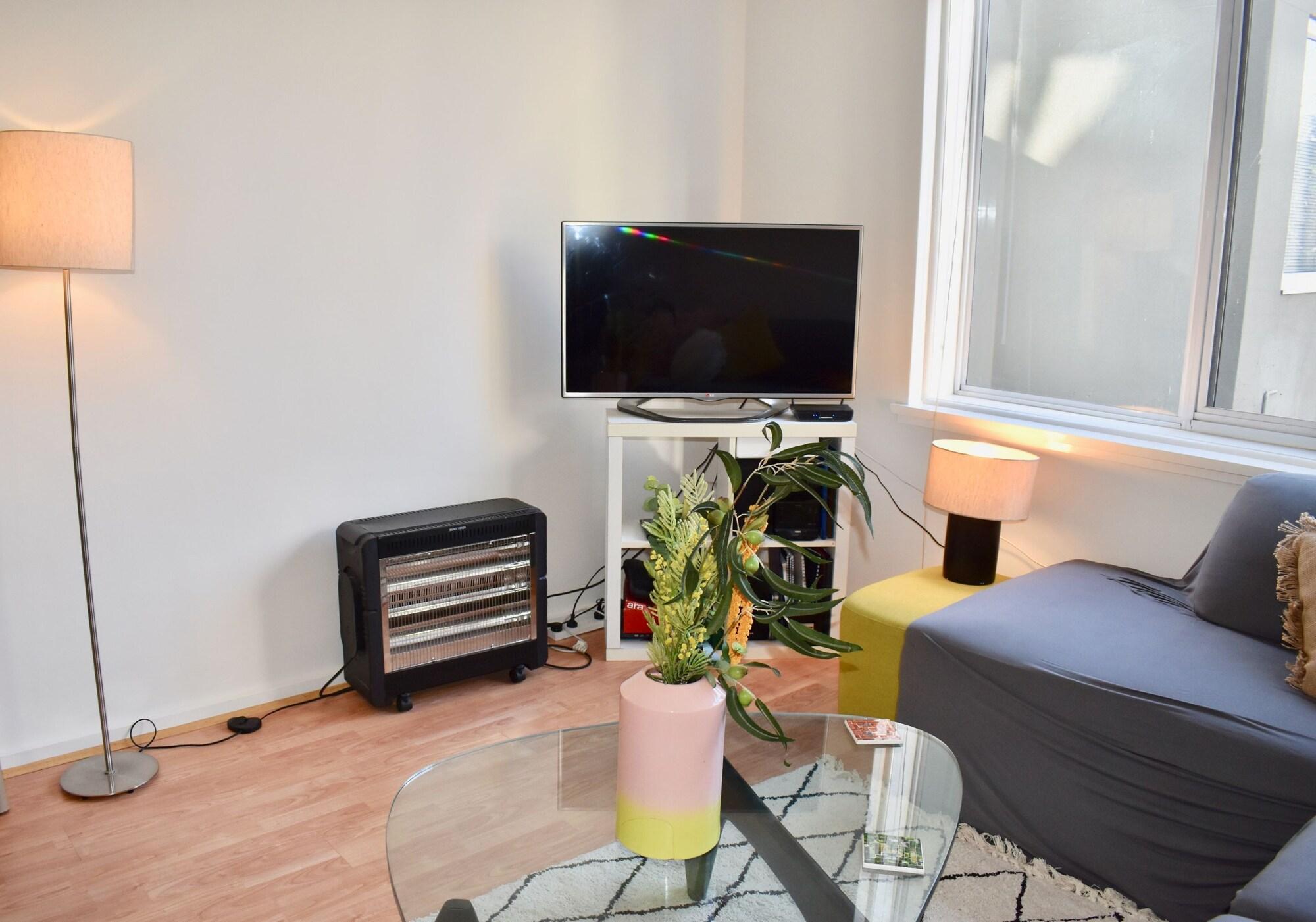 Stylish 1 Bedroom Apartment In Leafy Hawthorn, Boroondara  - Hawthorn