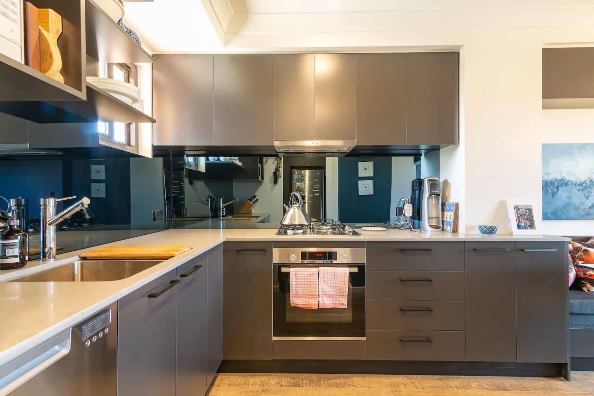 Modern 1 Bedroom Apartment In The Italian Forum, Leichhardt