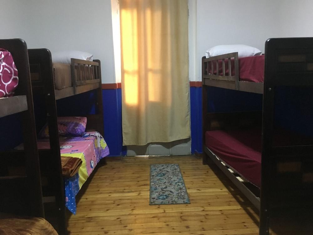 ベラ カーザ ホステル