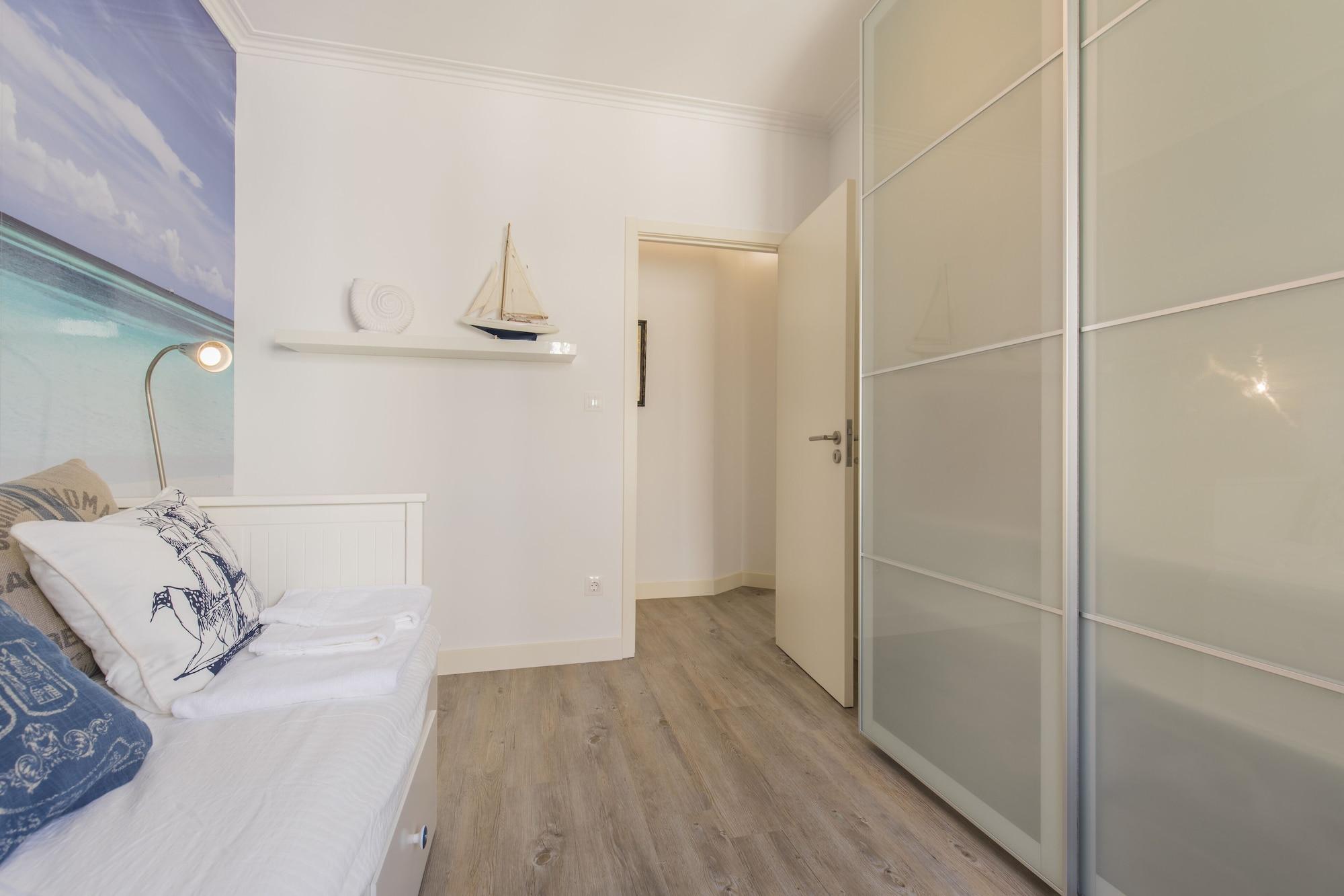 Cozy Seaview Apartment, Cascais