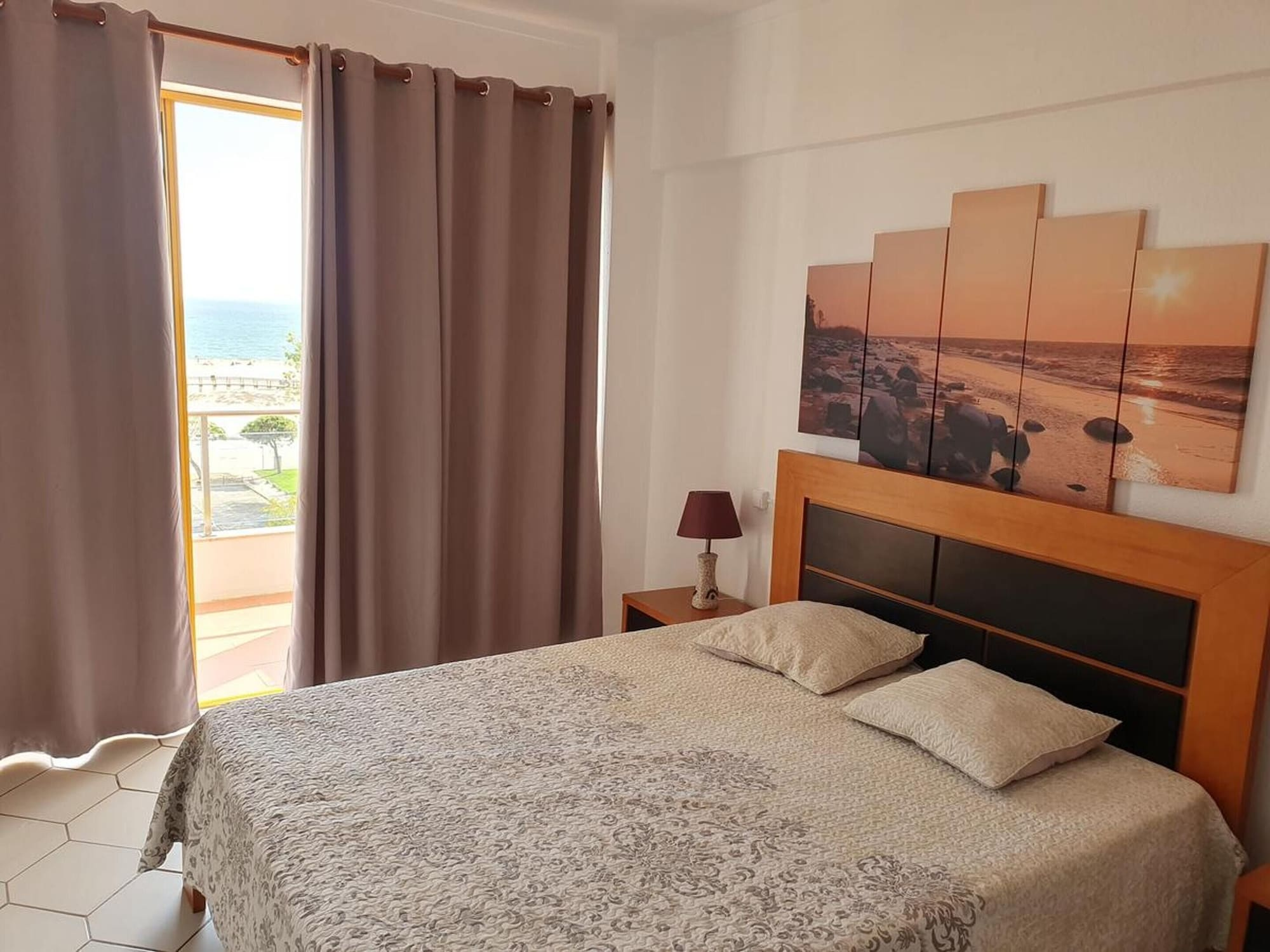 Apartment With one Bedroom in Monte Gordo, With Wonderful sea View, Terrace and Wifi - 200 m From the Beach, Vila Real de Santo António