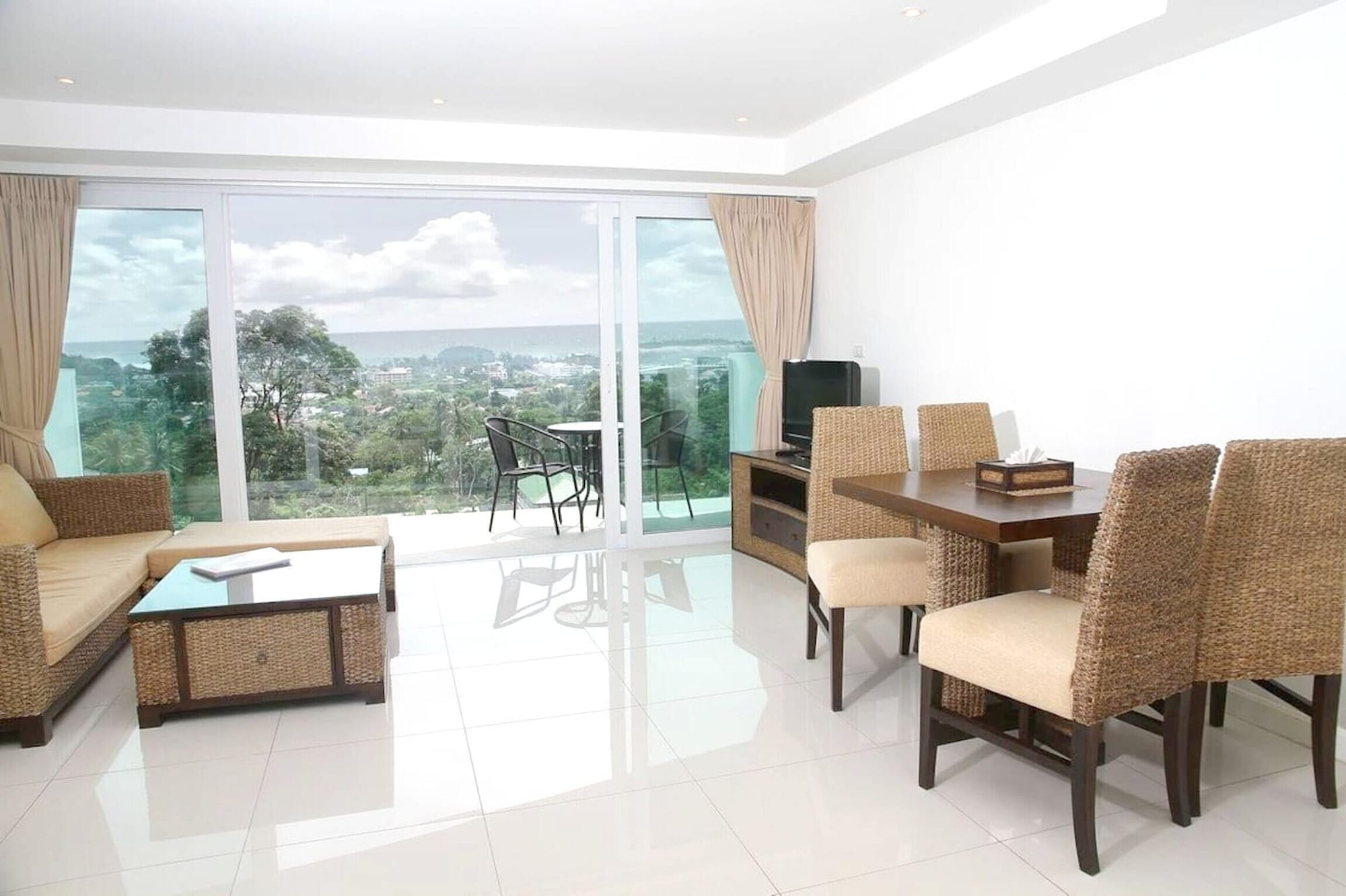 Apartment With 2 Bedrooms in Phuket, With Wonderful sea View, Shared Pool, Furnished Balcony - 2 km From the Beach, Pulau Phuket