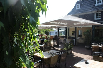ホテル レストラン ランドガストホフ ツム ハウシェン