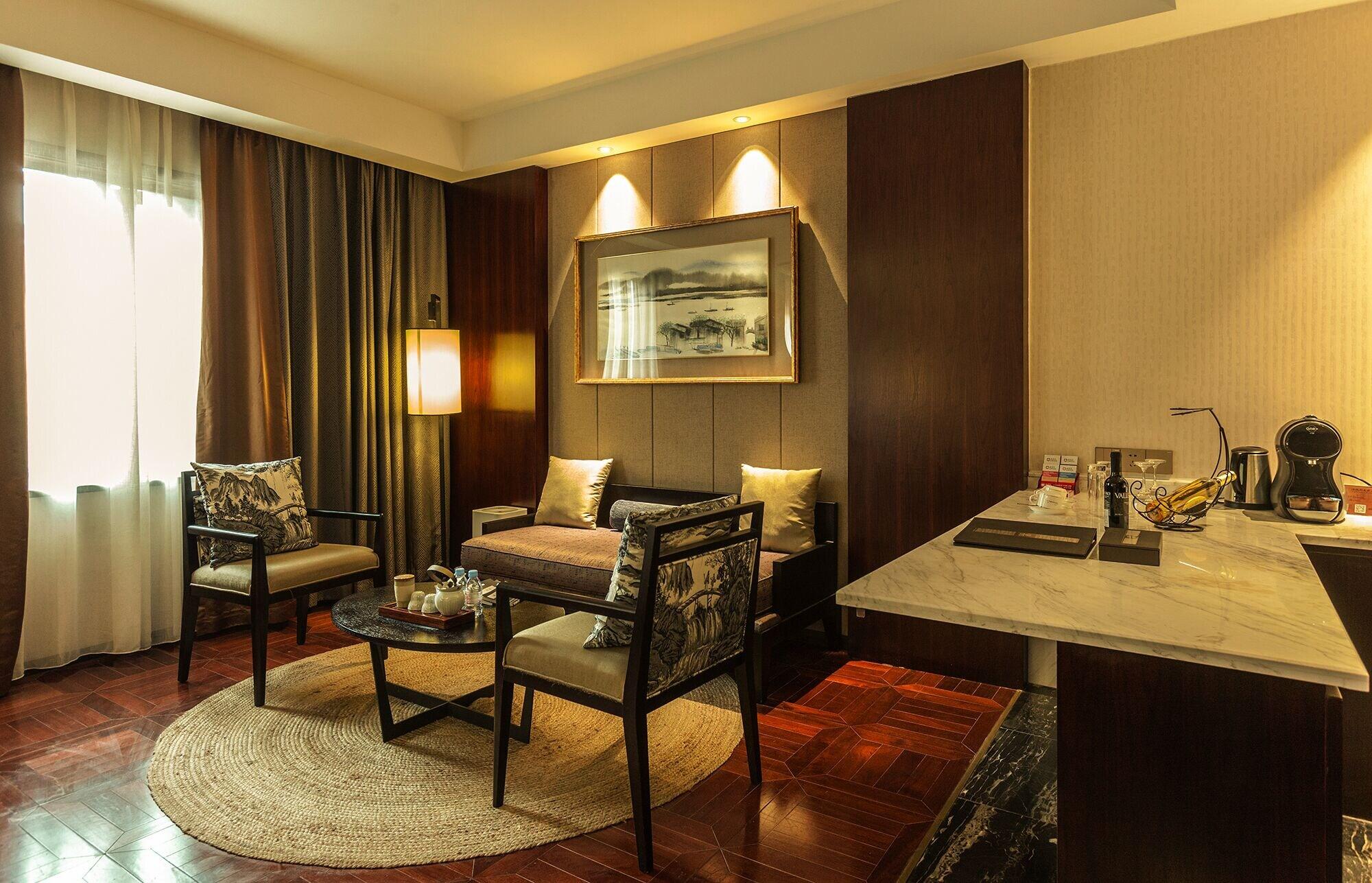Hejing Chengshang Generations Hotel, Bayin'gholin Mongol