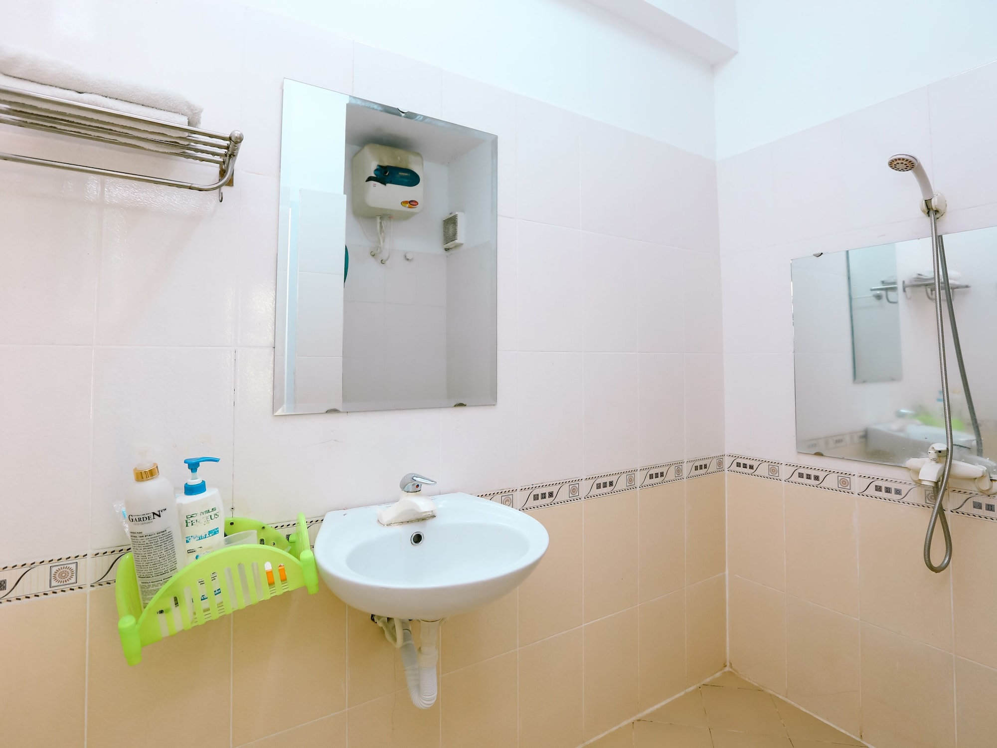 OYO 436 Huong Quynh Hotel, Hoàng Mai