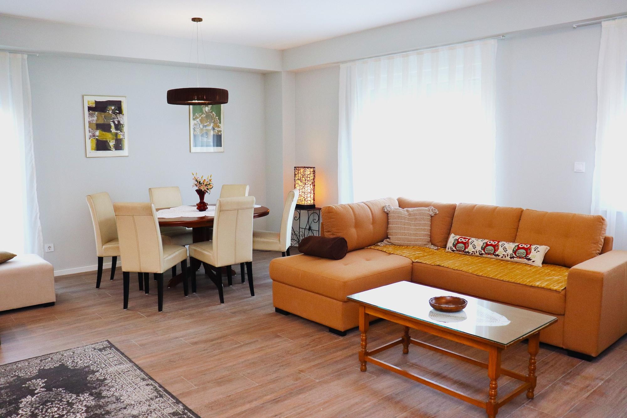 Foxxy Apartments,