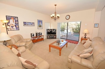 4 Bed 2.5 Bath Pool Home Close to Disney and Shopping