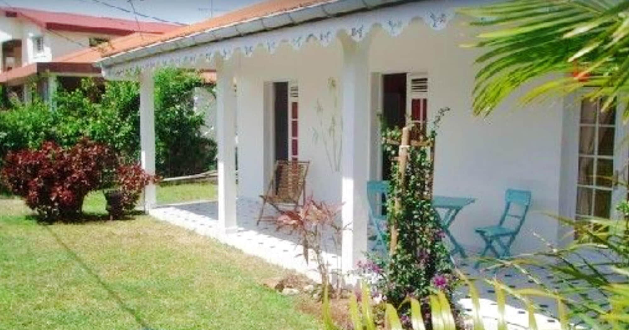 House With 2 Bedrooms in Saint Anne , With Enclosed Garden and Wifi, Fort-de-France
