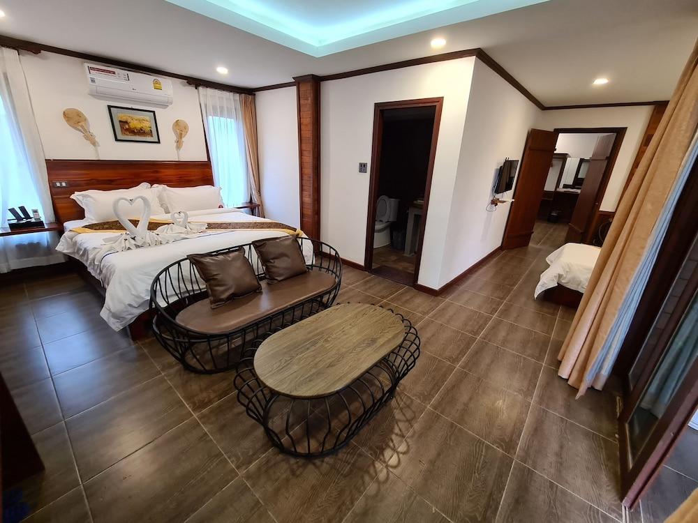 https://i.travelapi.com/hotels/45000000/44980000/44977100/44977042/8e0fd8e0_z.jpg