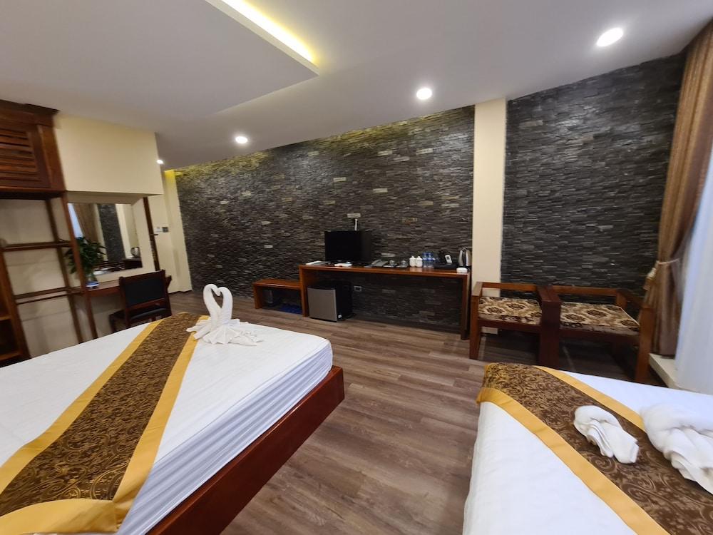 https://i.travelapi.com/hotels/45000000/44980000/44977100/44977042/9368379c_z.jpg