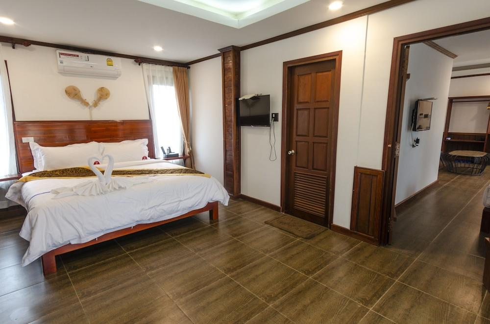 https://i.travelapi.com/hotels/45000000/44980000/44977100/44977042/bbbfb154_z.jpg