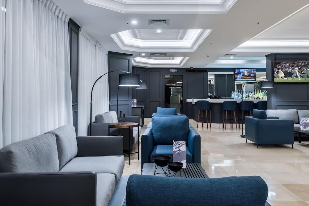 https://i.travelapi.com/hotels/46000000/45020000/45017300/45017212/23766447_z.jpg