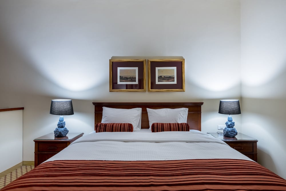 https://i.travelapi.com/hotels/46000000/45020000/45017300/45017212/78edffa9_z.jpg