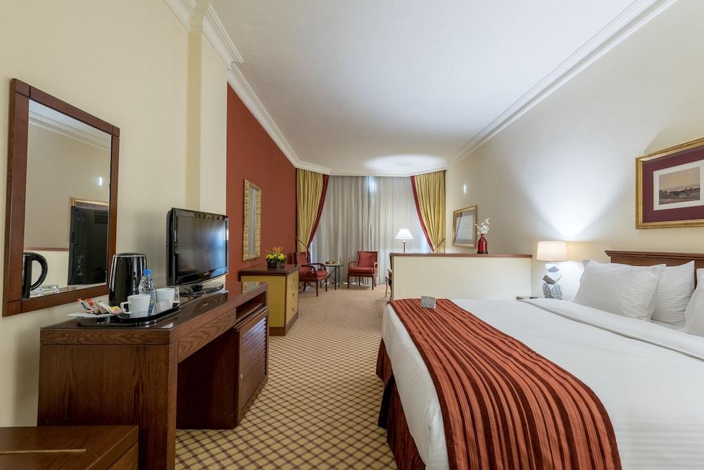 https://i.travelapi.com/hotels/46000000/45020000/45017300/45017212/8ed9f5fd_z.jpg