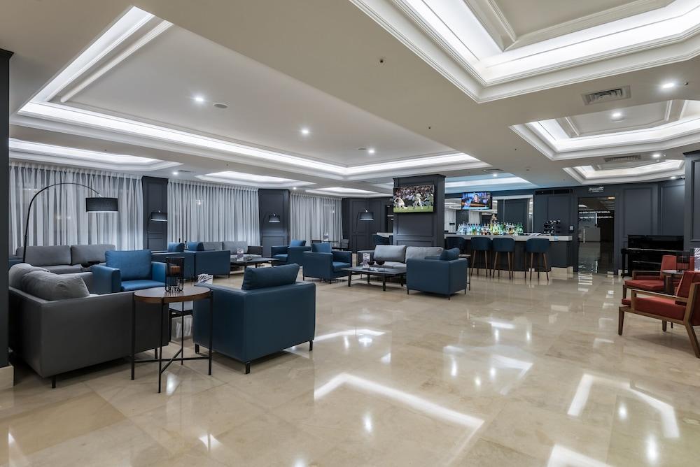 https://i.travelapi.com/hotels/46000000/45020000/45017300/45017212/91366d3d_z.jpg